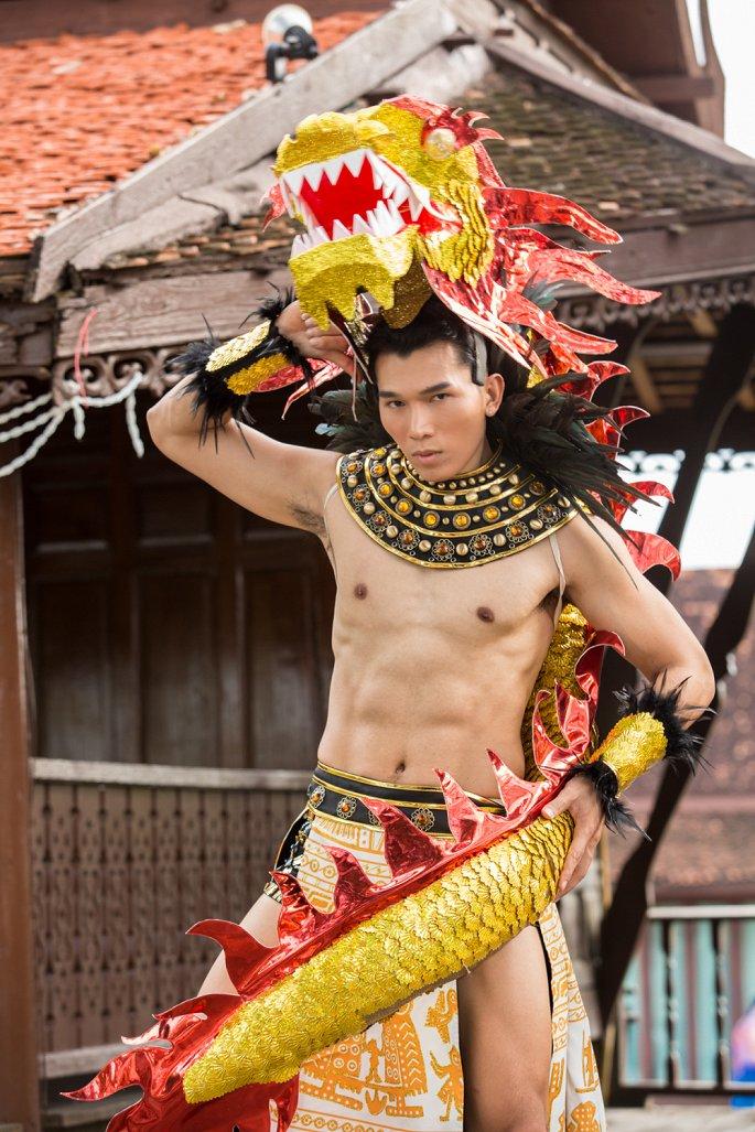 Trương Ngọc Tình gây chú ý với trang phục dân tộc, xuất sắc giành chiến thắng tại chung kết Manhunt