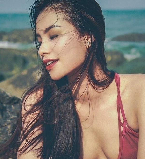 Phạm Hương khiến fan 'mất máu' khi diện bikini, khoe thân hình chữ S cực gợi cảm