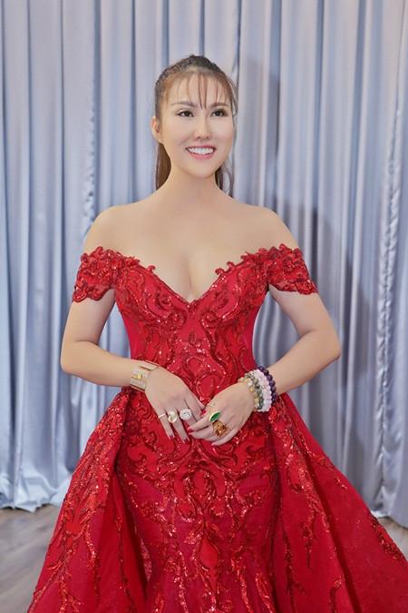 Phi Thanh Vân bất ngờ đăng quang Hoa hậu Doanh nhân Thế giới người Việt 2017
