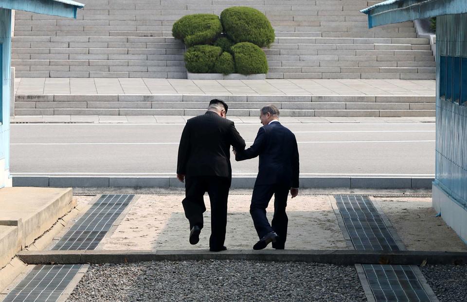 Những hình ảnh hiếm hoi về cuộc gặp lịch sử của 2 lãnh đạo Hàn Quốc - Triều Tiên