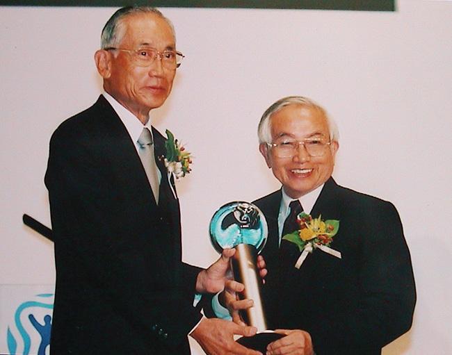GS. Võ Quý, nhà môi trường học Việt Nam đã được Tạp chí Time (Mỹ) bình chọn là người hùng về môi trường năm 2008