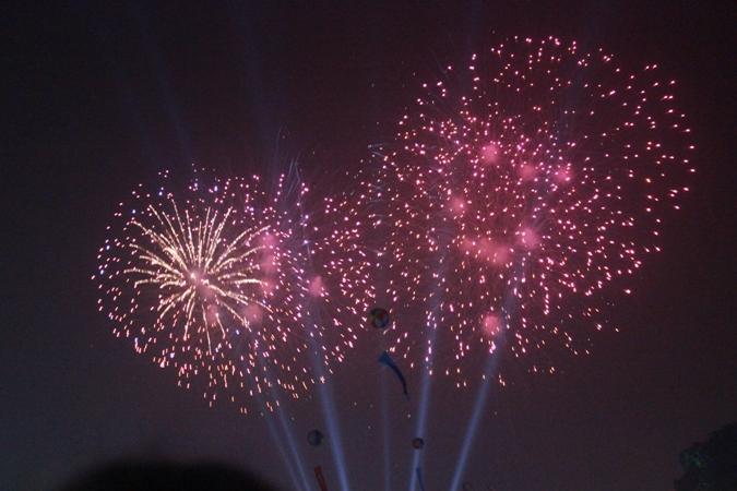 Thời khắc Giao thừa, pháo hoa bừng sáng trên bầu trời Hà Nội