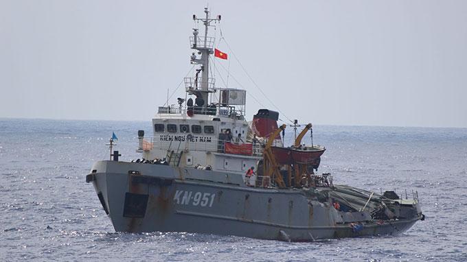 tình hình Biển Đông 25/6: Tàu Trung Quốc hung hăng ngăn cản tàu Việt Nam