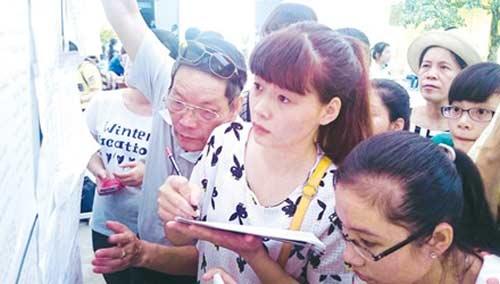 Trong đợt đầu kỳ thi THPT Quốc gia 2015 có diễn ra cảnh rút - nộp hồ sơ dồn dập?