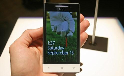 HTC 8S  Giá: 3,3 triệu đồng - được trang bị bộ xử lý Snapdragon S4 tốc độ 1 GHz, chip đồ họa Adreno 305, RAM 512 MB và bộ nhớ 4GB có thể mở rộng qua thẻ nhớ ngoài. Hệ điều hành cài đặt mặc định là Windows Phone 8 với giao diện LiveTiles người dùng thân thiện cùng nhiều ứng dụng phong phú đi kèm.