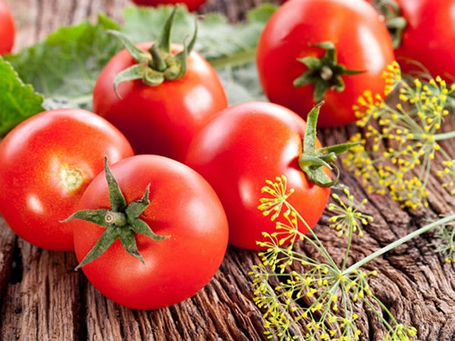 Tổng hợp bí quyết làm đẹp da đơn giản và hiệu quả từ cà chua