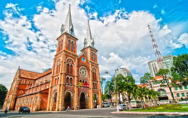 cảnh báo: Lừa đảo, mạo danh mục sư ở Nhà thờ Đức Bà để nhận tiền quyên góp