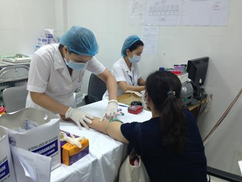 Xăm môi, xăm mày phương pháp làm đẹp có nguy cơ nhiễm virut viêm gan