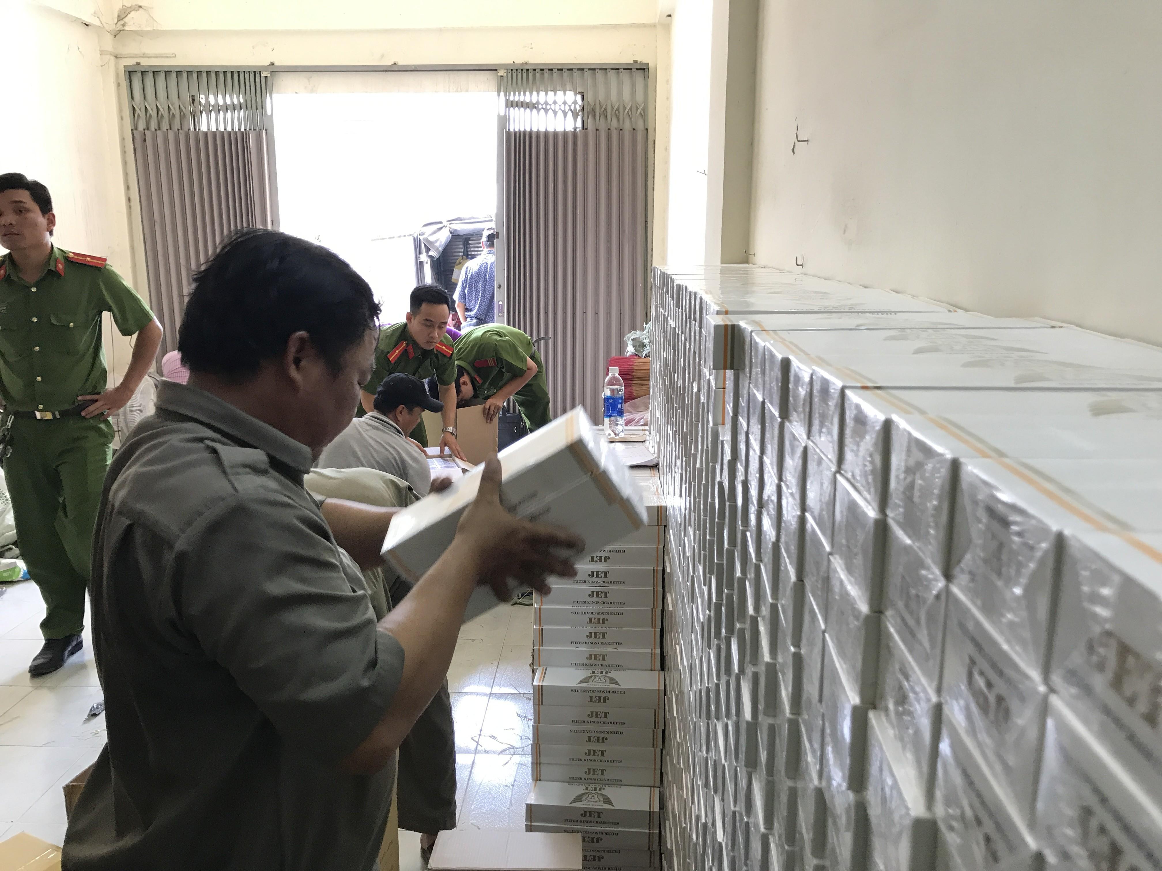 TP HCM: Bắt giữ cơ sở tàng trữ 16.000 gói thuốc lá điếu nhập lậu
