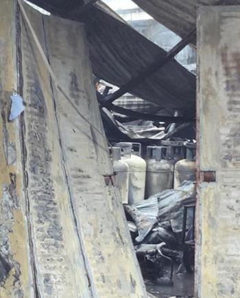 Cháy lớn ở chân cầu Vĩnh Tuy, quận Long Biên khiến một người tử vong