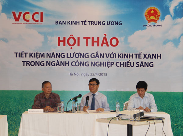 Đại diện Ban tổ chức Hội thảo Tiết kiệm năng lượng gắn với kinh tế xanh trong ngành công nghiệp chiếu sáng, diễn ra sáng 22/4 tại Hà Nội
