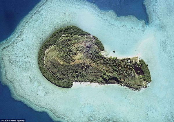 Hòn đảo đẹp nhất mang hình dương vật, nó có tên thật là Mavuva, nằm ở phía bắc hòn đảo lớn thứ 2 Fiji, Vanua Levu. Nổi lên giữa rạn san hô lớn thứ ba trên thế giới, Mavuva gây ấn tượng với du khách vì hình dáng nhạy cảm của mình