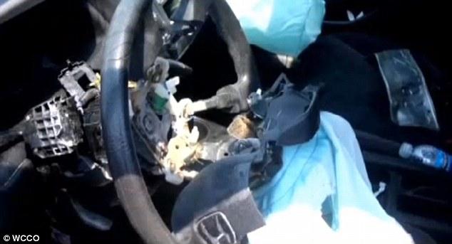 Nhiều trường hợp túi khí bất ngờ bung nổ gây ảnh hưởng đến người lái xe.