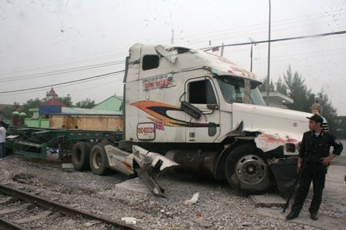 Đầu kéo xe container hư hỏng