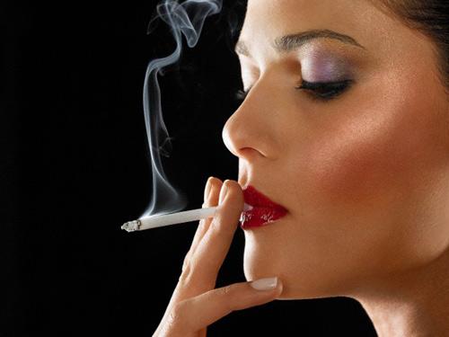 Hút thuốc có thể gây vô sinh ở phụ nữ
