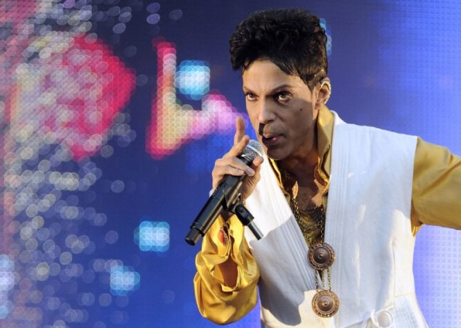 Giật mình trước cái chết bí ẩn của huyền thoại âm nhạc Prince