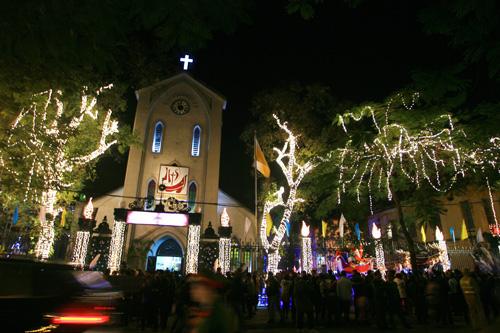Noel bạn nên thử một lần đi chụp ảnh tại nhà thờ lớn Hà Nội