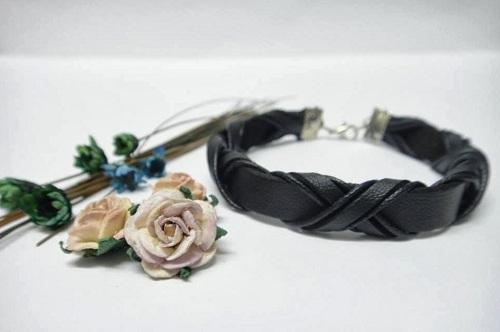 Quà noel handmade cho chàng là vòng tay biểu tượng cho tình yêu bền chặt chắc chắn sẽ được chàng trân trọng