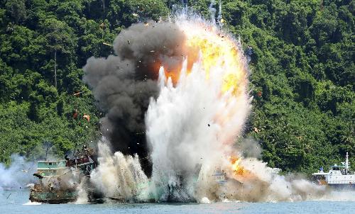 Trong số những tàu thuyền bị Indonesia đánh chìm, cho nổ tung đợt này có cả tàu cá Việt Nam