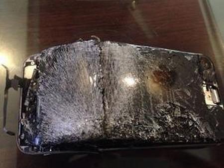 Mặt trước chiếc iPhone 6 bị phát nổ của anh Kishan Yadav