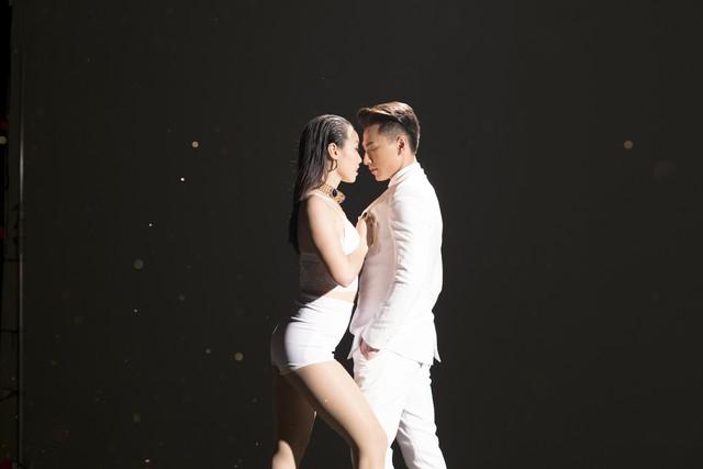 MV mới này được thực hiện bởi đạo diễn Đinh Hà Uyên Thư