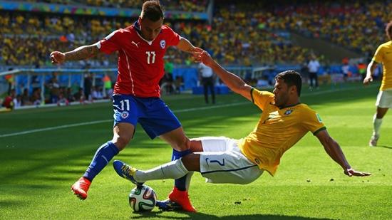 Kết quả tỉ số trận đấu Brazil – Chile tại World Cup 2014 hiện đang tạm hòa 1-1 buộc 2 đội phải nỗ lực trong từng pha bóng
