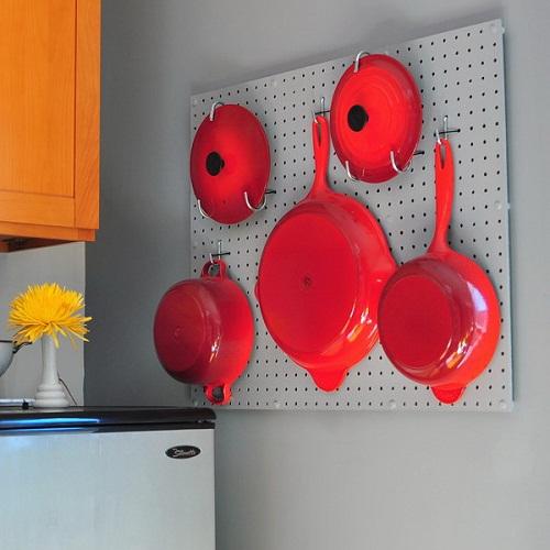 Móc treo cũng được sử dụng sắp xếp đồ đạc trong bếp gọn gàng