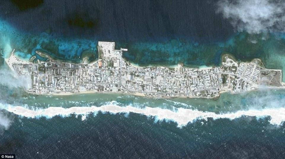 Đảo Ebeye là hòn đảo đông dân cư nhất của Kwajalein Atoll, một phần của quần đảo Marshall. Có tương đương với khoảng 150.000 người mỗi dặm vuông sống trên đảo Ebeye là hòn đảo đông dân nhất và là trung tâm văn hóa của quần đảo Marshall nằm ở Thái Bình Dương.