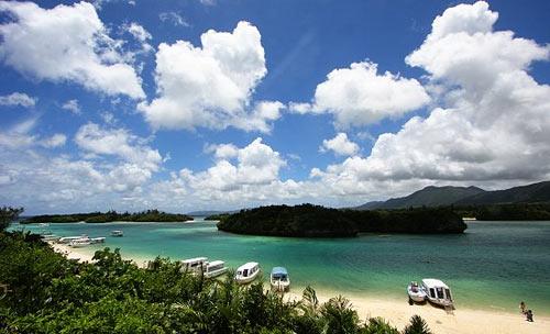 Hòn đảo này là 1 trong những khám phá thế giới tự nhiên thu hút nhiều khách du lịch đến với xứ sở hoa anh đào