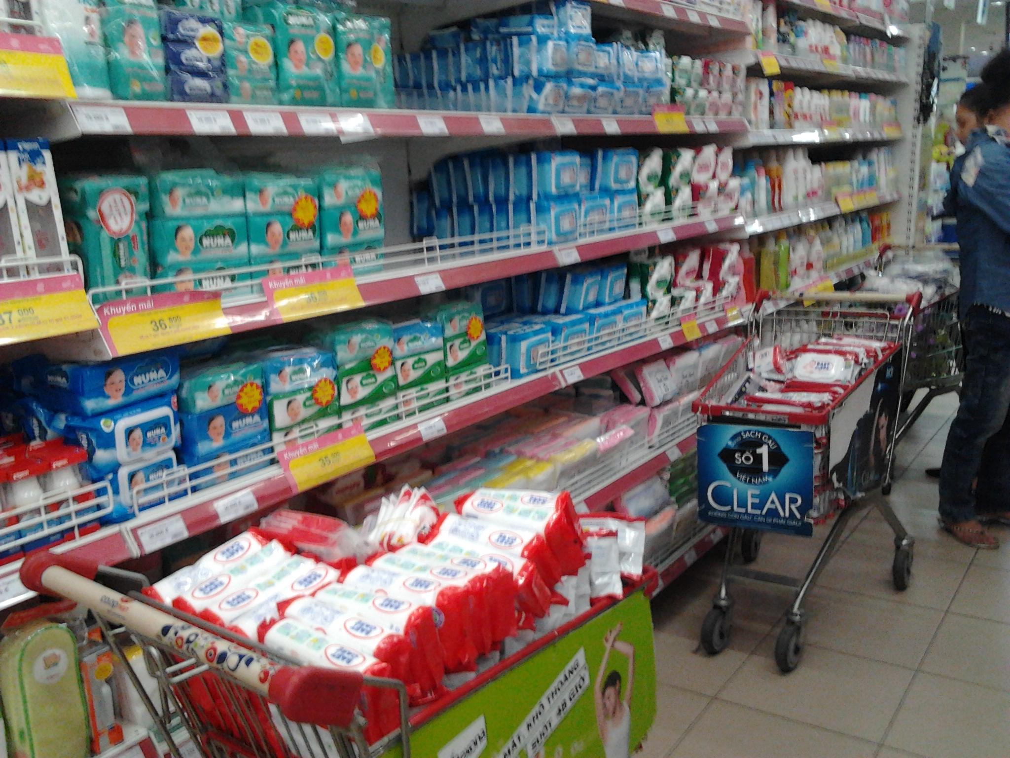 Sản phẩm khăn ướt của Công ty Việt Úc bị toàn hệ thống siêu thị Saigon Co-op mart rút khỏi quầy, tạm ngưng bán vì thông tin nhãn mác, chất lượng không đảm bảo