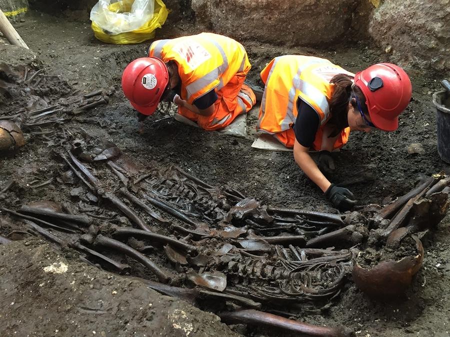 Các nhà khảo cổ học phát hiện ít nhất 277 hài cốt. Ảnh: EPA