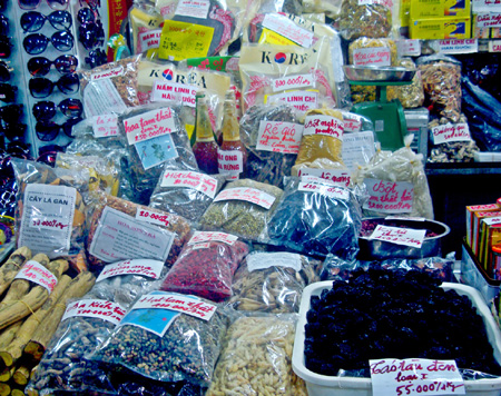 Chợ Đồng Xuân với những nguyên liệu làm bánh trung thu siêu rẻ không rõ nguồn gốc