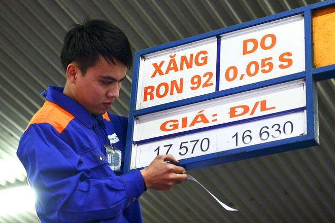 giá xăng dầu giảm làm cho nền kinh tế phát triển tốt hơn, thu thuế nội địa cao hơn