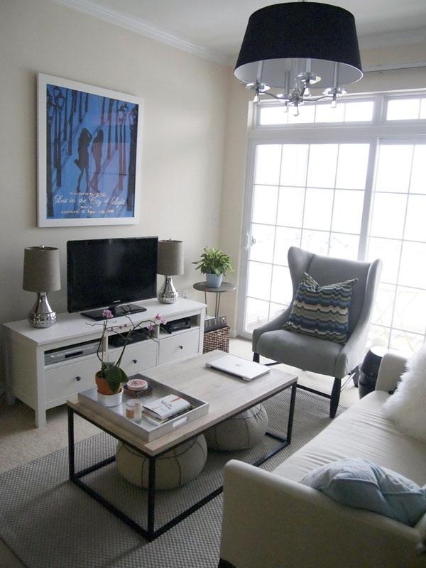 Cửa sổ lớn giúp không gian phòng khách luôn thông thoáng