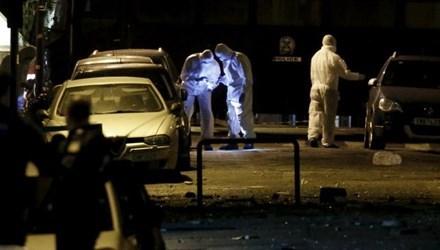 Các chuyên gia làm việc tại hiện trường vụ đánh bom. (Ảnh: Reuters