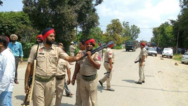 Lực lượng an ninh phong tỏa khu vực xảy ra vụ xả súng