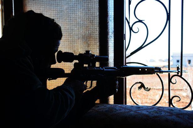 Một lính bắn tỉa của lực lượng đặc nhiệm SAS đã bắn trúng đầu viên thủ lĩnh IS