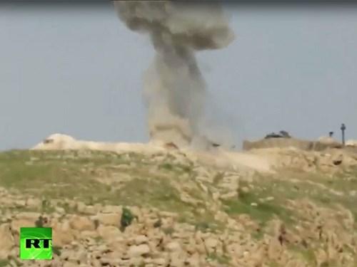 Chiếc xe tăng bị trúng tên lửa được cho là của Thổ Nhĩ Kỳ