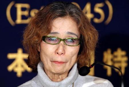 Mẹ con tin người Nhật Bản đã cầu xin khủng bố IS trong nước mắt