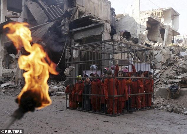 Khủng bố IS đã không ít lần thiêu sống dân thường, nô lệ, tù binh ở Iraq và Syria