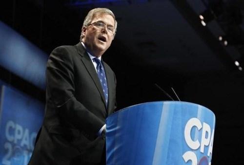 Ông Jeb Bush chỉ trích bà Hillary Clinton, cho rằng bà có trách nhiệm trong sự lớn mạnh của tổ chức khủng bố IS