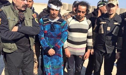 Tay súng khủng bố IS cải trang thành phụ nữ để trốn khỏi thành phố Ramadi nhưng bị quân đội Iraq bắt lại