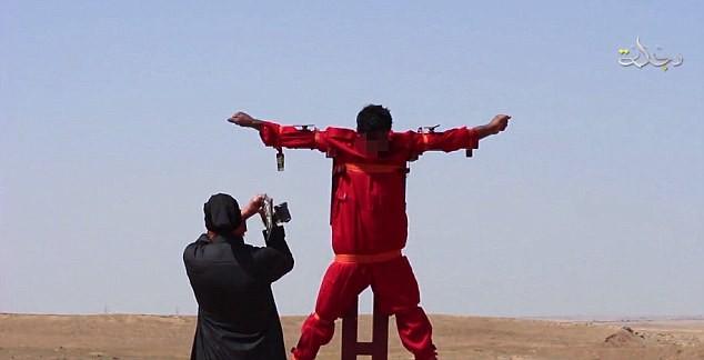 Khủng bố IS tung video chặt tay chân gián điệp