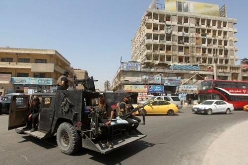 Lực lượng an ninh Iraq tuần tra phía ngoài chợ Shorja, trung tâm Baghdad, hôm 16/7