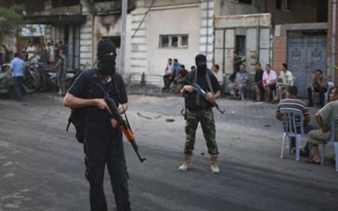 Lực lượng an ninh Hamas có mặt tại hiện trường một vụ nổ ở Gaza