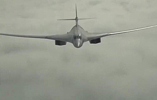 Máy bay ném bom chiếc lược tầm xa của Nga hoạt động không kích khủng bố IS tại Syria