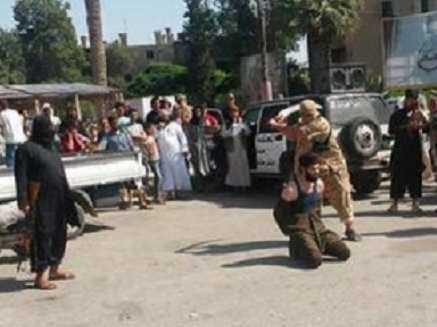 Khủng bố IS hành quyết công khai một lãnh đạo của nhóm Nusra