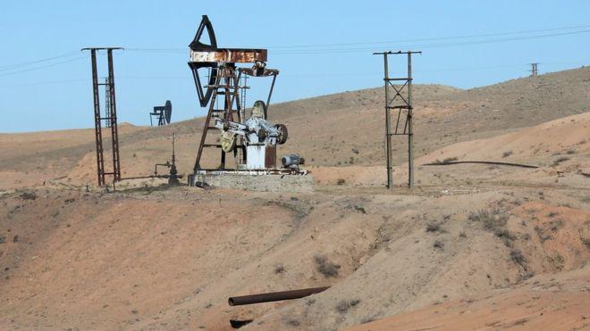 Một cơ sở khai thác dầu của tổ chức khủng bố IS