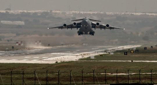 Một máy bay của không quân Mỹ cất cánh từ căn cứ không quân Incirlik hồi năm 2013