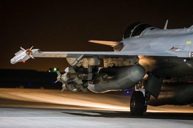 Chiến đấu cơ Pháp trên đường xuất kích tấn công tổ chức khủng bố IS